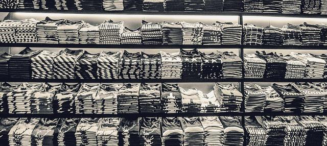 černé a bílé tričko